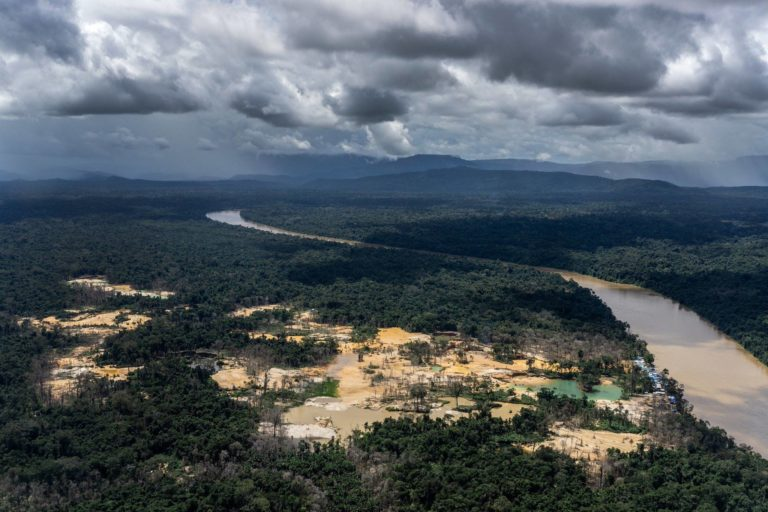 Los problemas ocasionados por la minería son evaluados por la clínica jurídico ambiental de la Universidad Estatal de Amazonas, en Brasil. Foto: Instituto Socioambiental.