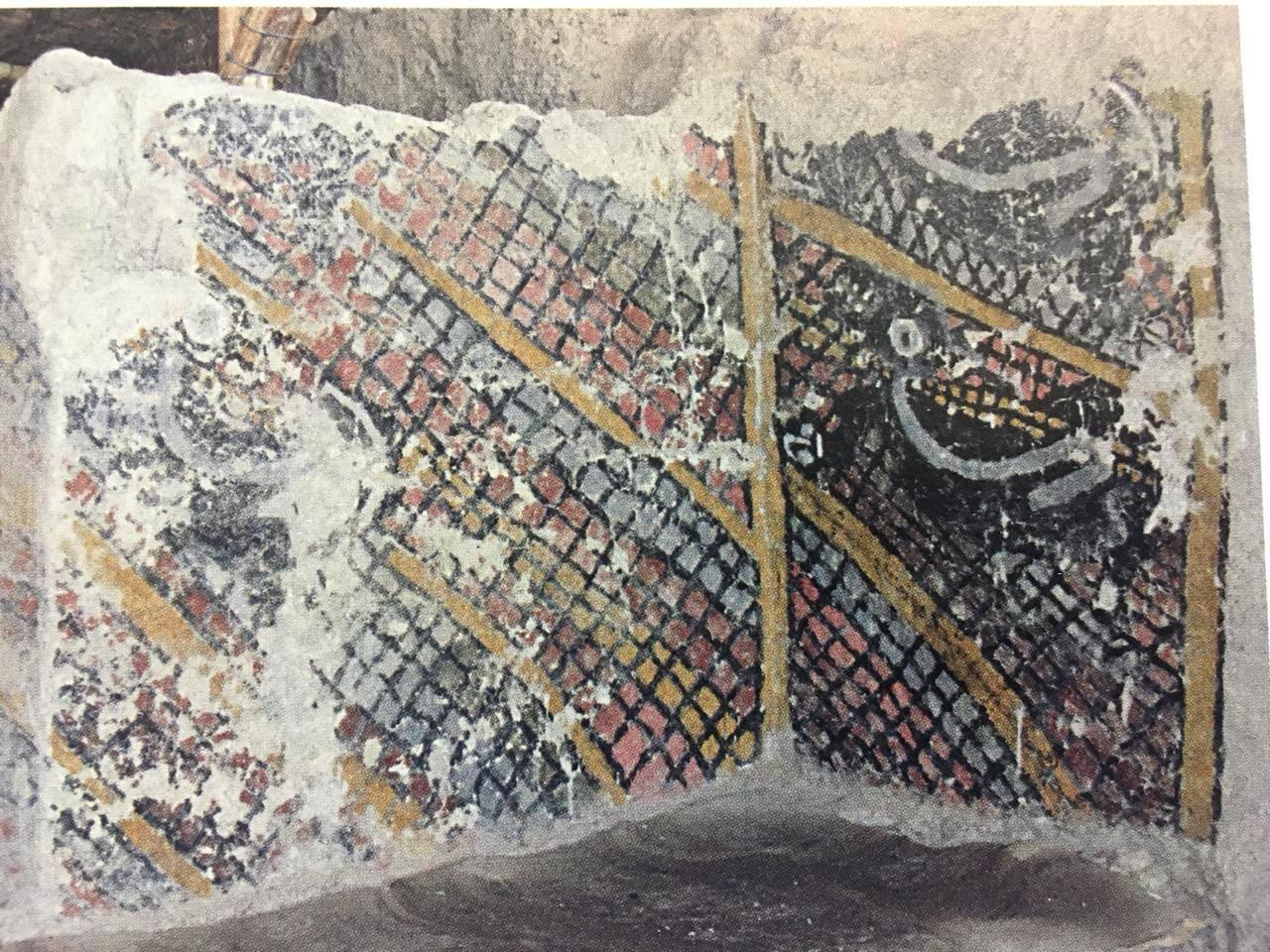 Mural encontrado en el Sitio Arqueológico Ventarrón que muestra una red y animales atrapados en ella. Foto: Ignacio Alva.