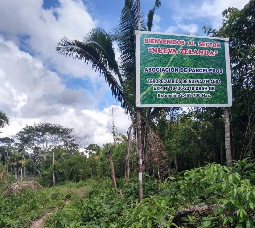 Un letrero dentro del Bosque Macuya informa sobre la Asociación de Parceleros Agropecuarios Nueva Zelanda. Foto: Alumnos de ingeniería forestal de la UNU.