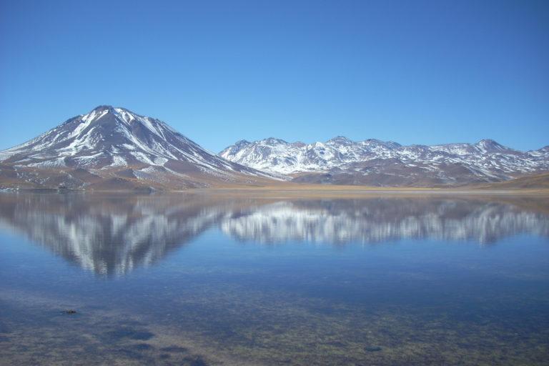litio en Sudamérica Salar de Atacama, una de las más grandes reservas de litio en el mundo. Foto: Michelle Carrere.