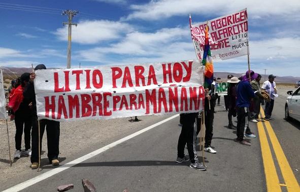 Comunidades de la zona de Salinas Grandes y Guayatayoc protestan contra la extracción de litio en sus localidades. Foto: elsubmarinojujuy.com.ar