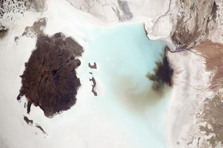 litio en Sudamérica Imagen del salar de Coipasa tomada desde el espacio. Foto: William L. Stefanov, Jacobs/ESCG at NASA-JSC.