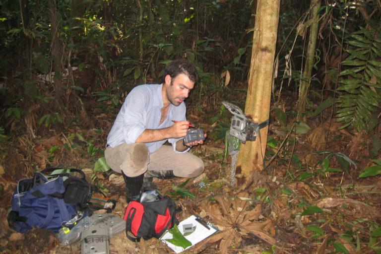 Al científico colombiano Esteban le preocupa la transmisión del coronavirus de humanos a felinos. Foto: Esteban Payán.