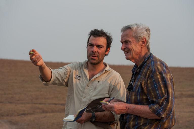 Esteban Payán con el doctor George Schalller, pionero en la investigación de grandes felinos. Aquí en el rancho Aurora, en Canares, Colombia. Foto: B. Wald.