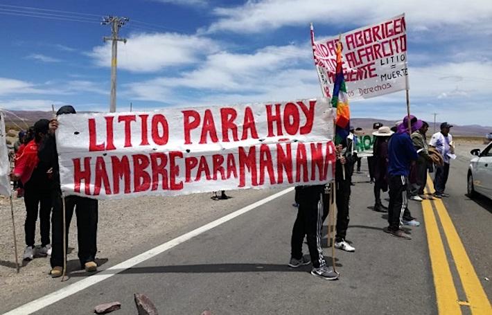 Comunidades de la zona de Salinas Grandes y Guayatayoc protestaron, el fin de semana último, contra la extracción de litio en sus localidades. Foto: elsubmarinojujuy.com.ar