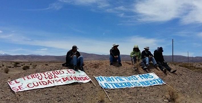 Protesta de las comunidades de Guayatayoc y Salinas Grandes en Argentina. Foto: elsubmarinojujuy.com.ar