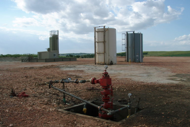 Zona donde estuvo instalado un equipo de fracking. Foto: Joshua Doubek, Wikimedia Commons.