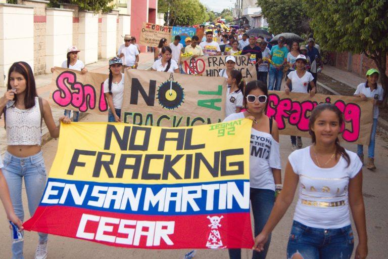 Marcha contra el fracking en San Martín Cesar, Colombia. Foto: Gert Stenssens, CENSAT Agua Viva – Amigos de la Tierra Colombia.
