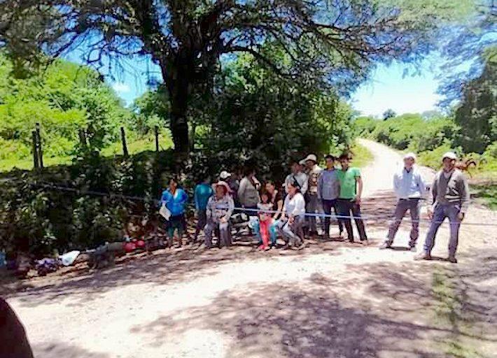 Bloqueo reciente para impedir el ingreso de los trabajadores de Petrobras a la reserva Tariquía. Foto: Tariquía Hoy.