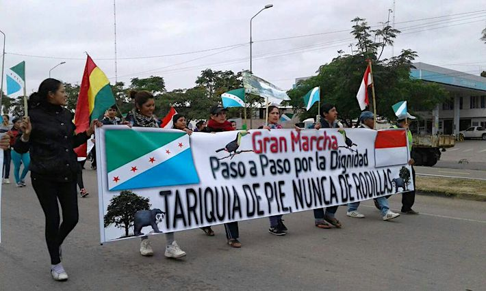 Una de las primeras marchas de abril de 2017 protagonizadas por comuneros que se oponen a la actividad petrolera en la reserva. Foto: Paola Gareca.