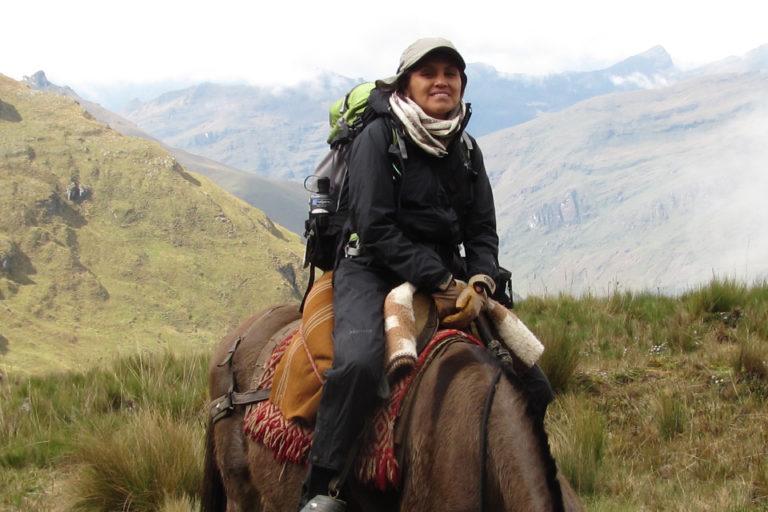 la etnobotánica Narel Paniagua-Zambrana durante una de sus expediciones. Foto: Rainer Bussmann.