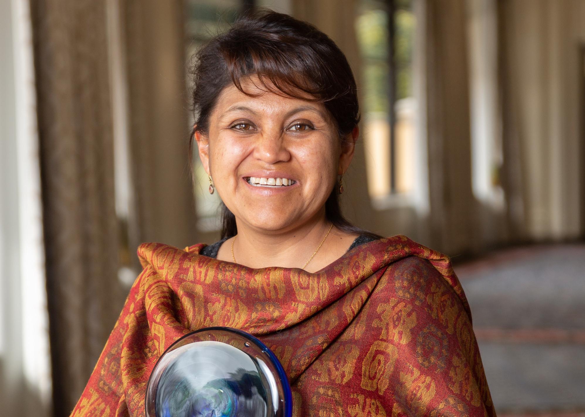 La bióloga Narel Paniagua-Zambrana, ganadora del premio de la Fundación Elsevier, ha pedido al presidente Evo Morales que se declare el Día Nacional de la Mujer Científica Boliviana. Foto: Fundación Elsevier.