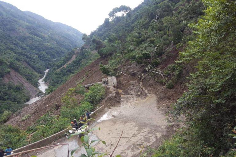 Los deslizamientos a consecuencia de las lluvias han afectado carreteras. Foto: Ministerio de Defensa.