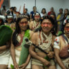 Mujeres Waorani en la audiencia del 13 de marzo, en Puyo, que terminó siendo suspendida. Foto: Mitch Anderson / Amazon Frontlines.