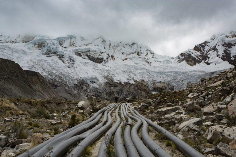 En el 2011 se instaló en Palcacocha un sistema de sifonaje para reducir el nivel del agua. Foto: Proyecto Glaciares.