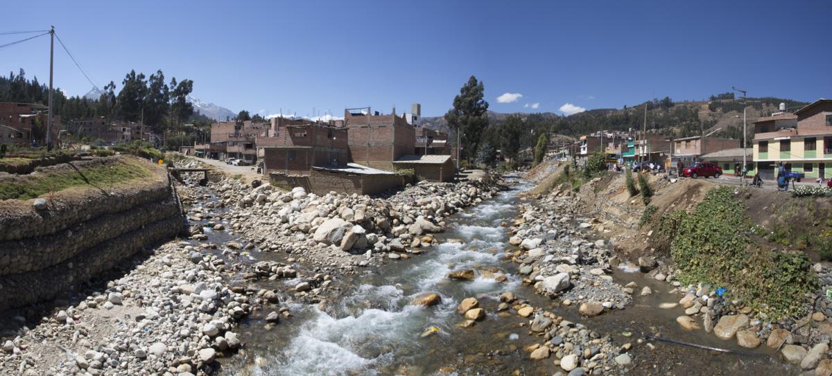 La ruta que seguiría un aluvión en el caso de desborde de la laguna Palcacocha atraviesa un sector de la ciudad de Huaraz. Foto: Proyecto Glaciares.
