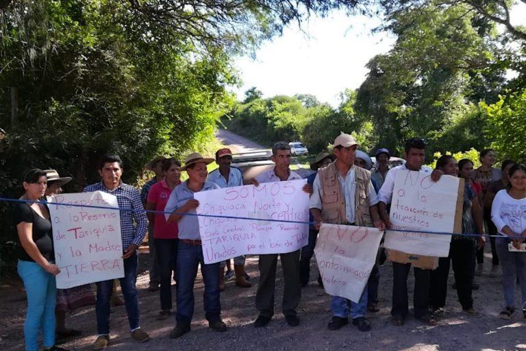 Imagen de uno de los bloqueos registrados a fines de febrero en la zona de Chiquiacá. Foto: Paola Gareca.