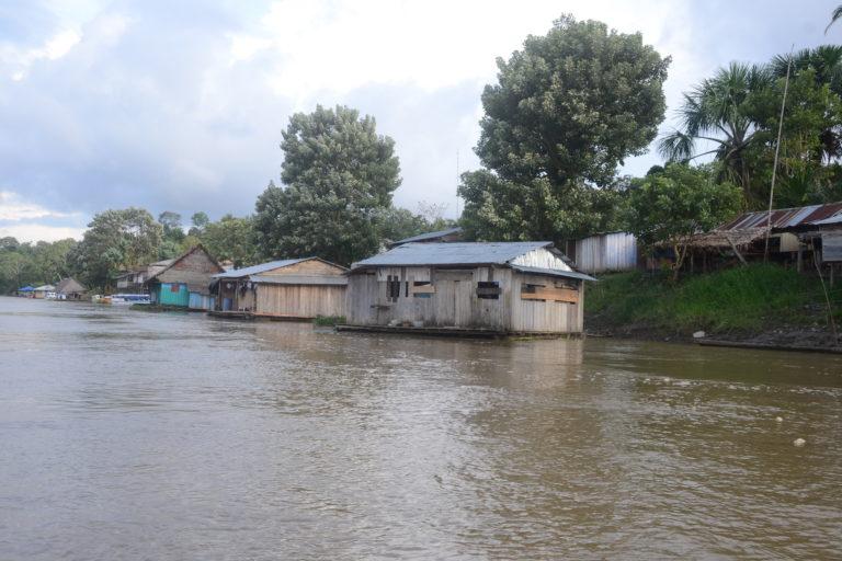 Los pueblos indígenas han cerrado vía fluviales y de carretera. Foto: Yvette Sierra Praeli.