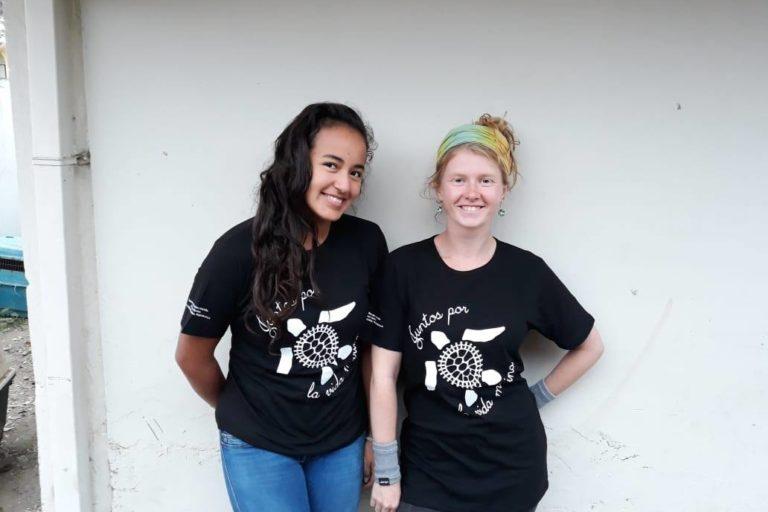 Camisetas con las que se han recogido fondos para el Centro. Foto: Centro de Rehabilitación de Fauna Marina del Parque Nacional Machalilla.