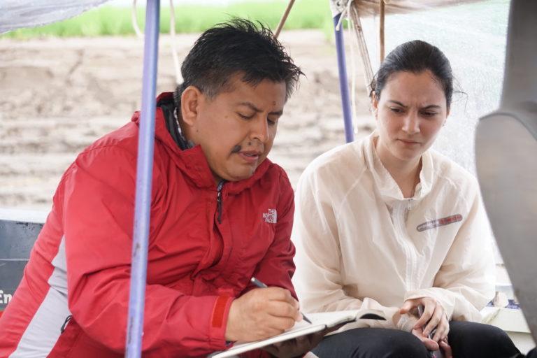 Jorge Abad y un equipo de investigadores realiza exploraciones en los ríos amazónicos de Perú. Foto: Archivo Personal.