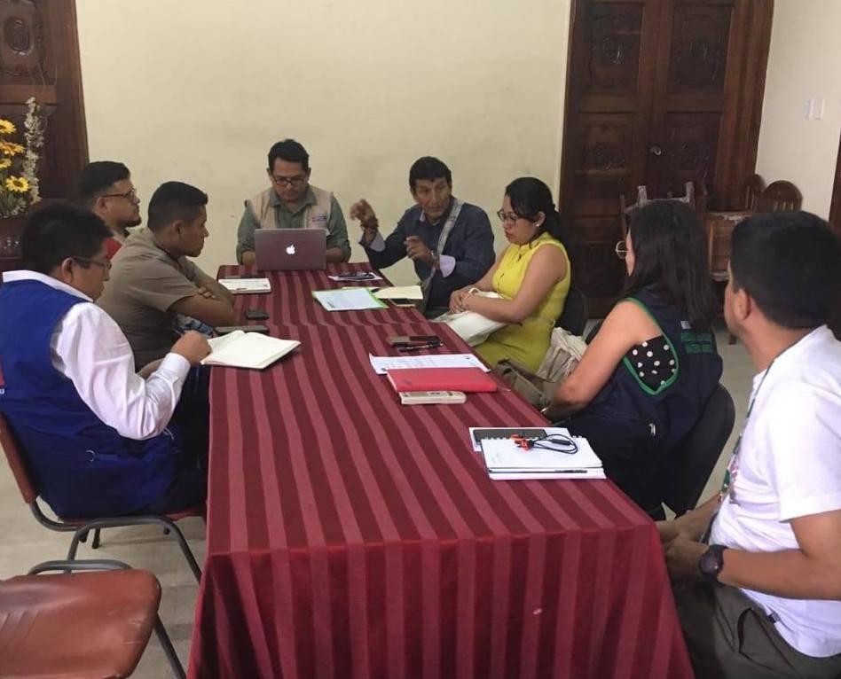 En viernes 26 de abril se realizó una reunión con miembros de diferentes instituciones para atender los problemas en La Petrolera. Foto: CAAAP.