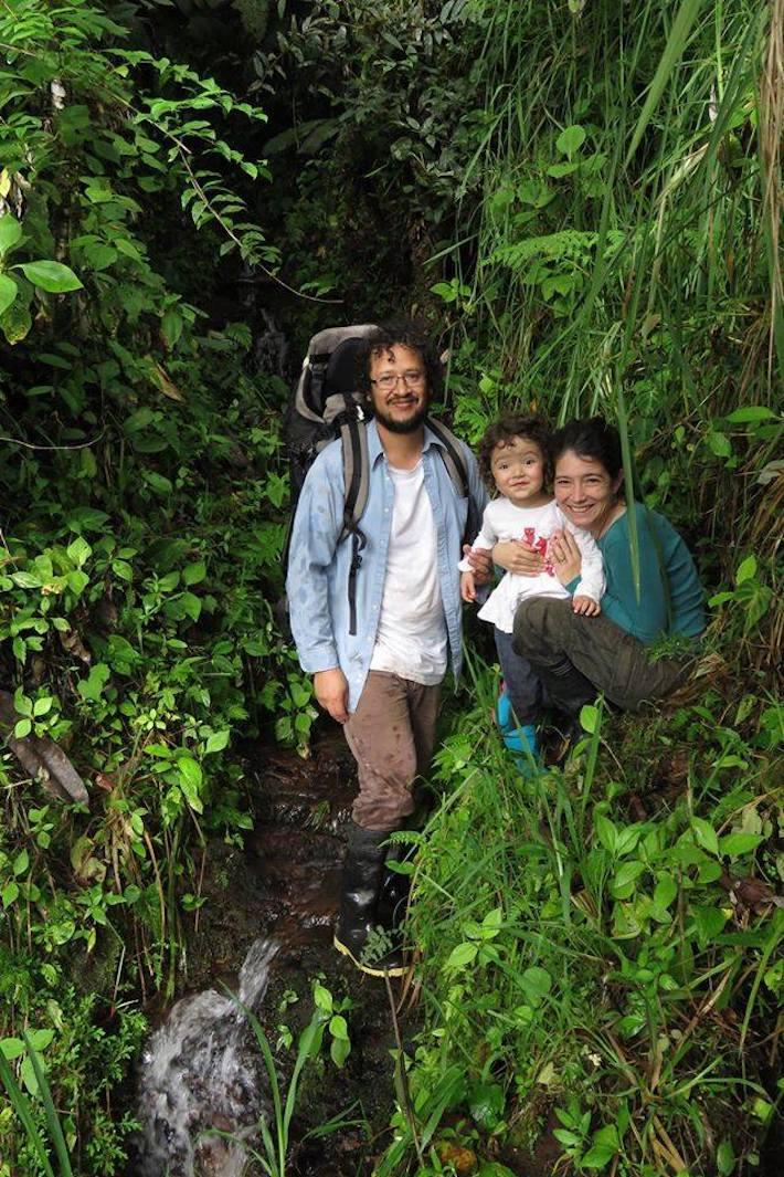 Juan Manuel Guaysamin en una salida de campo junto a su familia. Foto: Adela Espinosa.