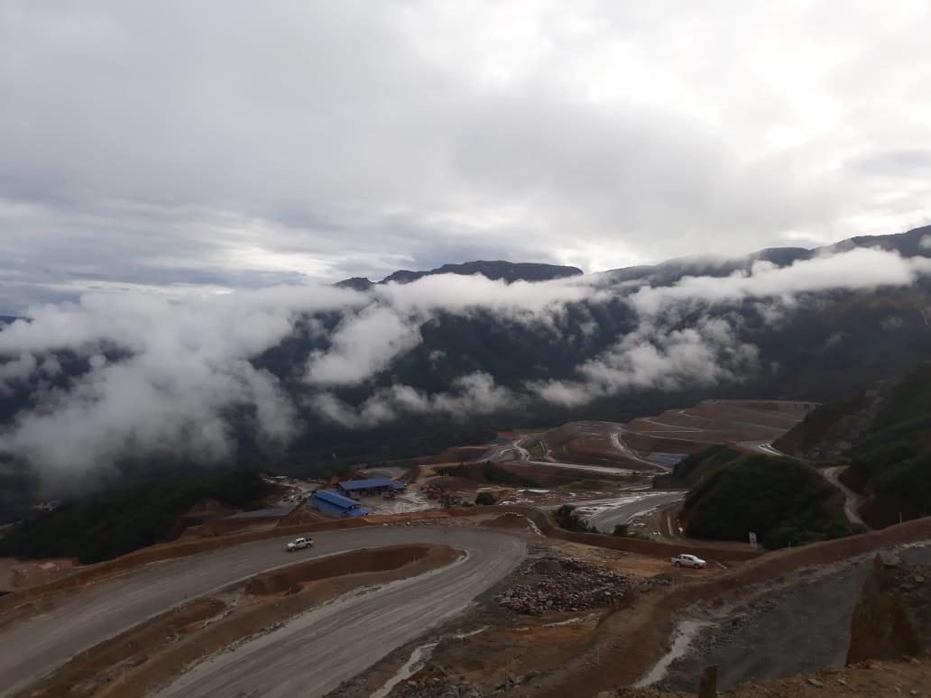 Panorámica de la mina a cielo abierto del Proyecto Mirador. Foto: Cortesía habitantes de Tundayme.