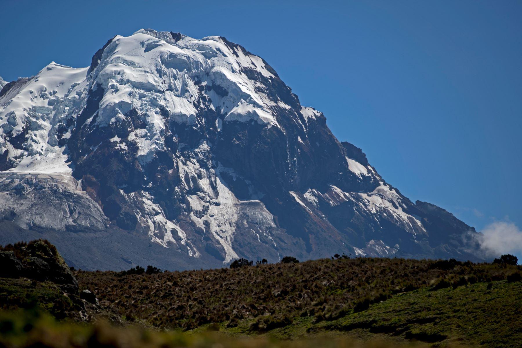 El volcán Antizana, en Ecuador, fue uno de los nevados que exploraron Humboldt y Bonpland. Foto: Agencia Andina.