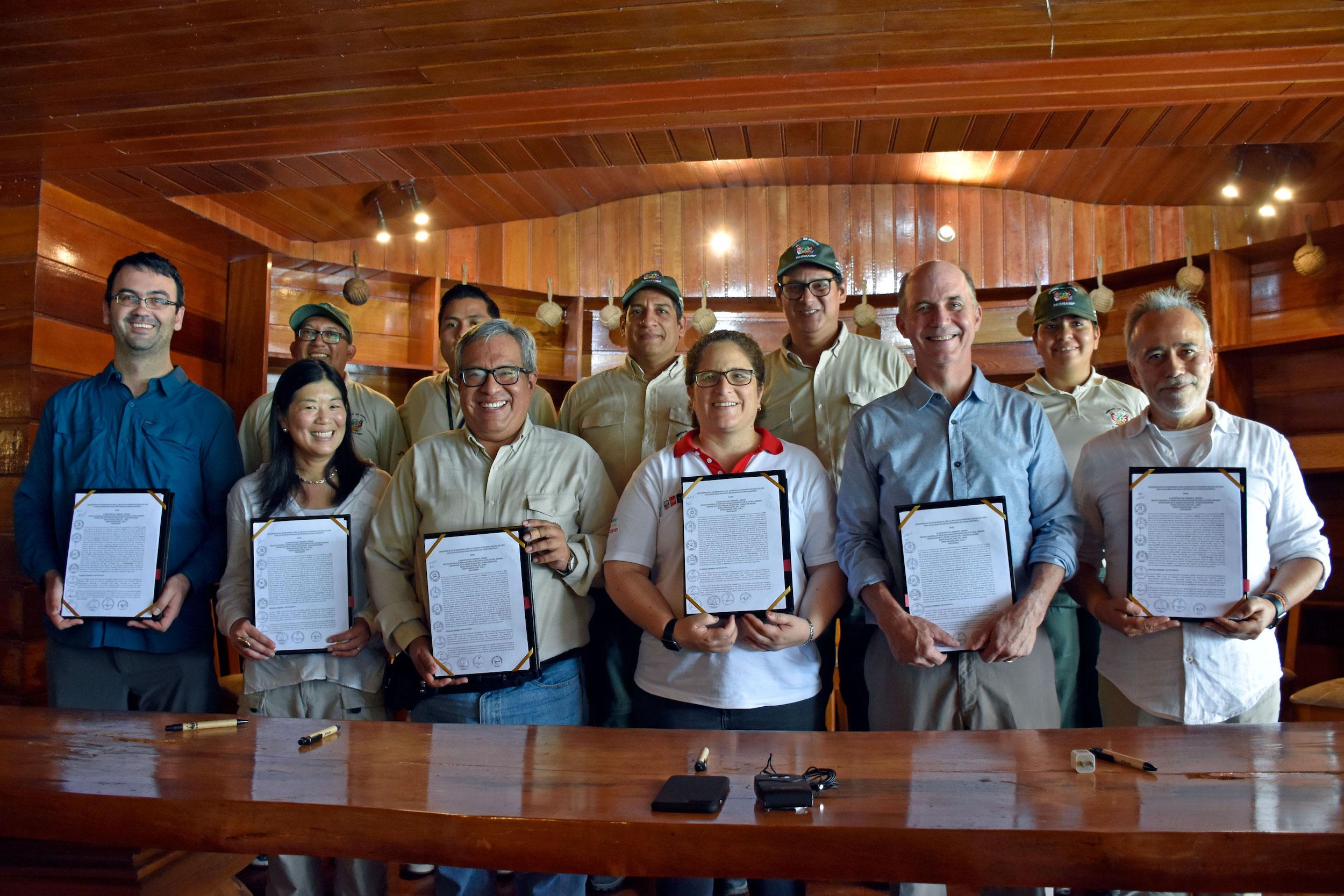 El acuerdo entre el gobierno peruano y los donantes internacionales se firmó en el Parque Nacional Pacaya Samiria. Foto: Jeffrey Davila / WWF Perú.