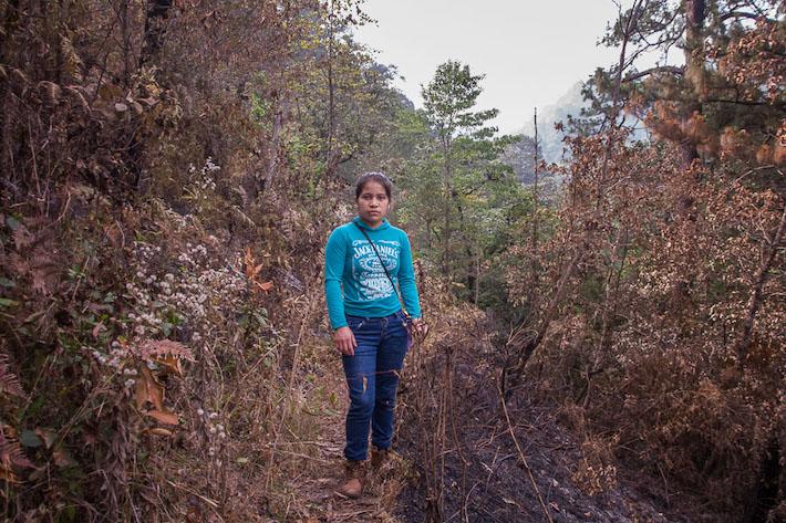 Angelina García es habitante de Xocoyolo y forma parte del grupo de jóvenes que ha participado en la liberación del sapo de cresta, y ahora promueve su conservación. Foto: Marlene Martínez.