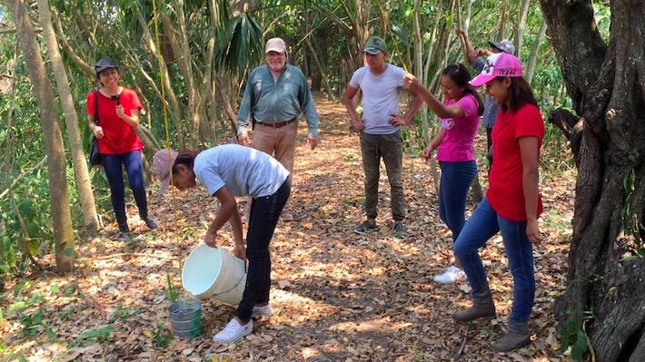 José Luis Álvarez coordinando actividades dentro de la UMA Saraguatos. Foto: cortesía UMA Saraguatos.