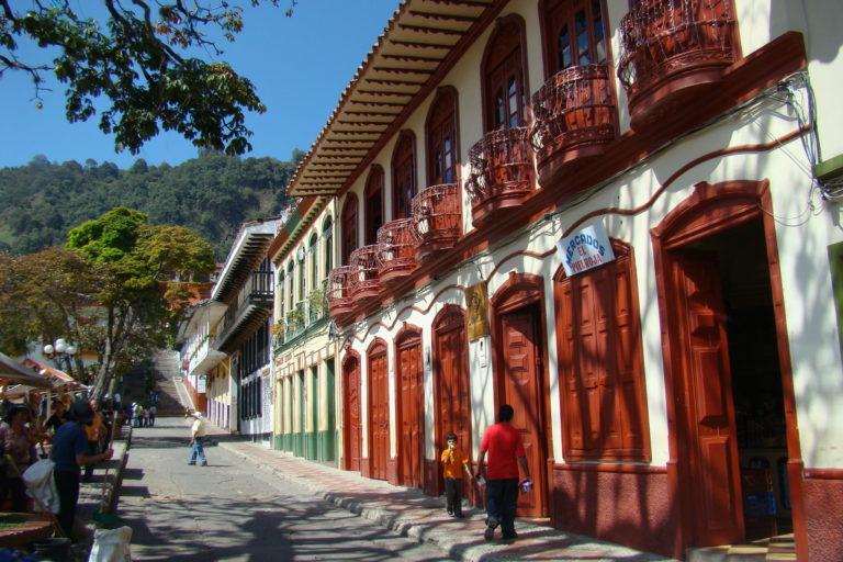 Casas tradicionales en Jericó, Antioquia. Foto: Iván Erre Jota - Flickr.