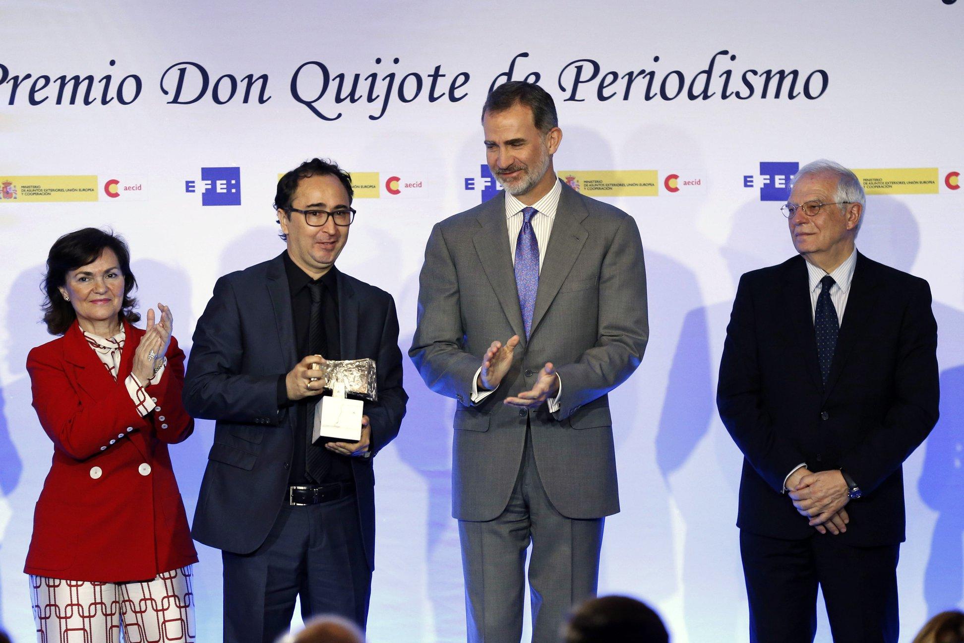 Periodista Roberto Navia recibe el Premio Rey de España. Foto: Cortesía El Deber.