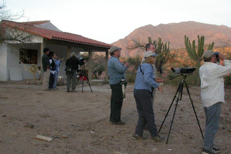 Observadores de aves en la Reserva Natural Comunitaria Paraba Frente Roja. Foto: Asociación Civil Armonía.