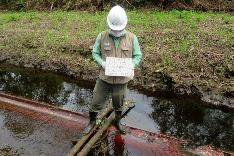Personal de fiscalización de OEFA acudió a la zona del derrame. Foto: Archivo Mongabay Latam.