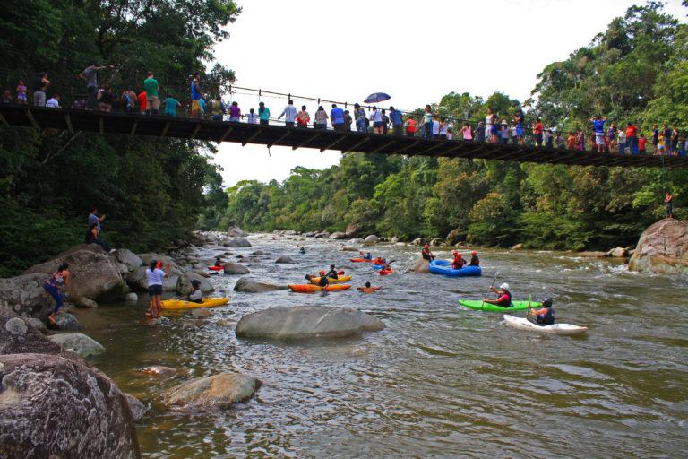 El río Piatúa también es conocido por ser epicentro de deportes extremos. Foto: Centro de Derechos Humanos PUCE.