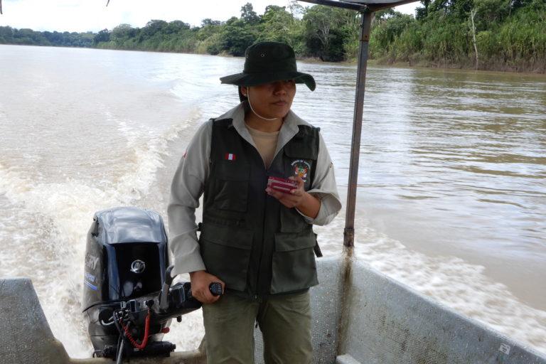Jessica Pisconte en pleno trabajo de vigilancia en la Reserva Nacional Tambopata. Foto: Archivo personal.