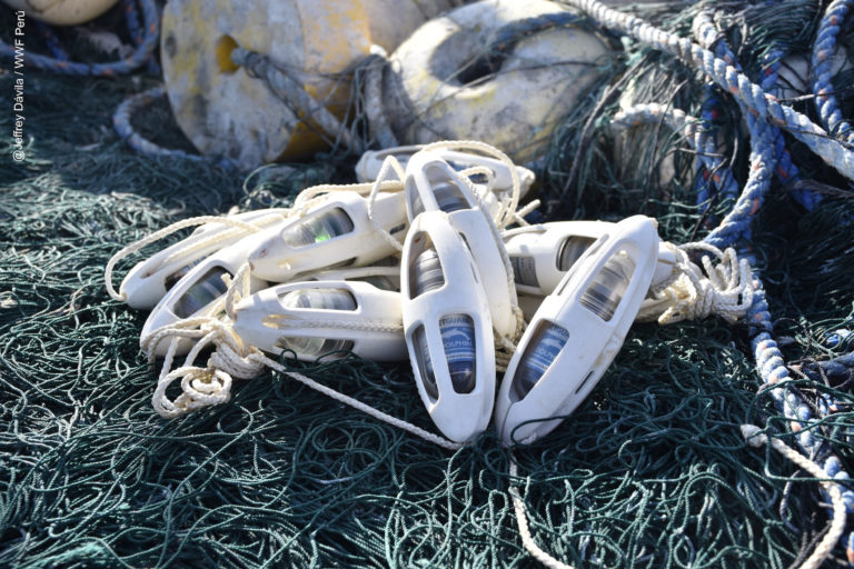 Los pingers son una alternativa para reducir las capturas incidentales de mamíferos marinos. Foto: WWF Perú.