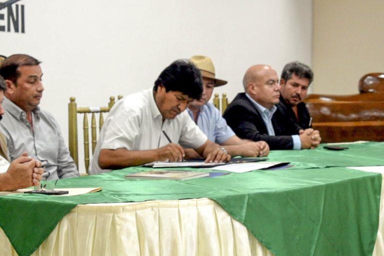 En julio de 2019, el ex presidente Evo Morales firmó un decreto supremo que permitía la expansión agrícola y las quemas controladas en el Beni. Foto: Fegabeni.