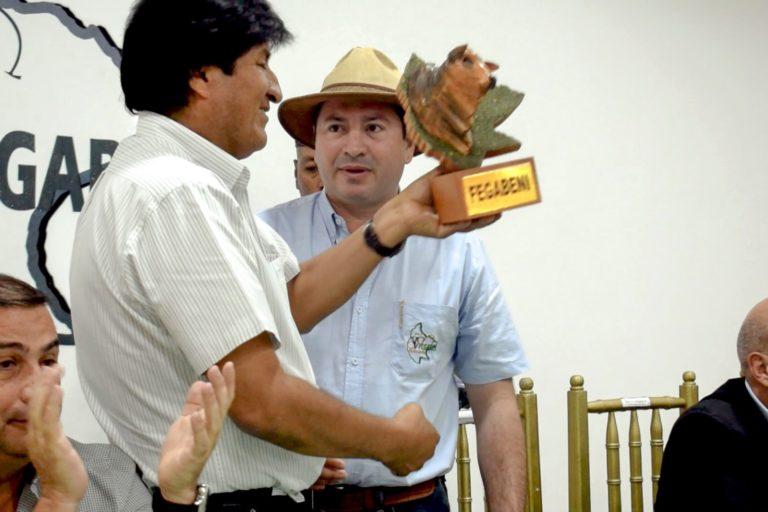 El presidente de Bolivia, Evo Morales, firmo la autorización para el cambio de uso de suelo en el Beni. Foto: Fegabeni.