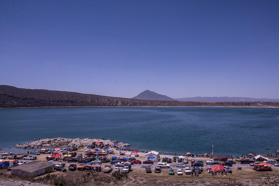 Vista de la laguna de Alchichica durante las celebraciones de Semana Santa. Foto: Marlene Martínez.