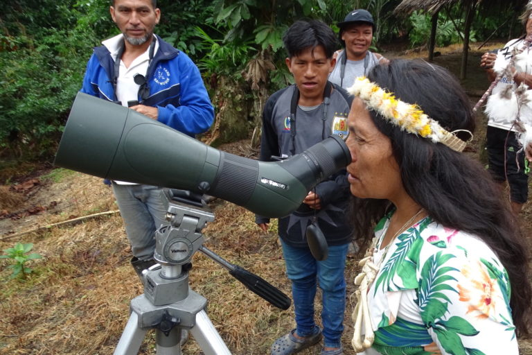 Día de los Pueblos Indígenas La comunidad de Gareno está revalorizando su territorio a través de la práctica del aviturismo. Foto: Fundación EcoCiencia.