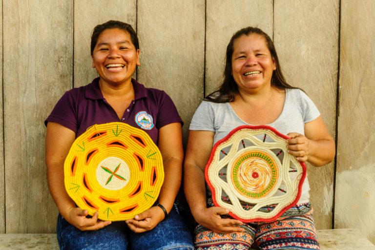Día de los Pueblos Indígenas Comunidades nativas de Loreto elaboran cestos de chambira para el mercado nacional y el exterior. Foto: NCI Perú.