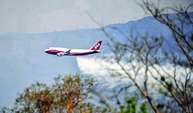Bolivia deuda ambiental 2019 A fines de agosto el gobierno boliviano contrató un avión Supertanker para apagar los incendios. Crédito ABI.