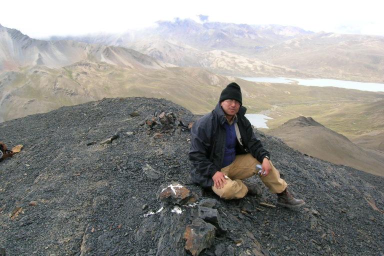 James Aparicio en la Reserva Tuni Condoriri, estudiando lagartijas del genero Liolaemus a 5050 metros de altura. Foto: Archivo personal.