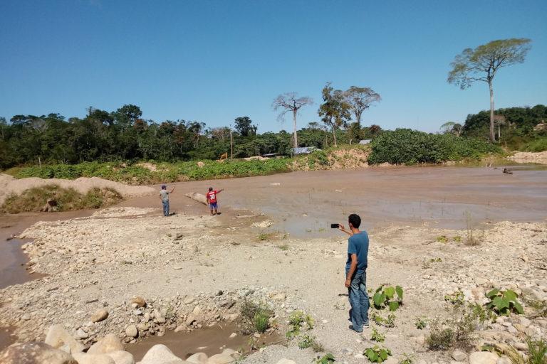 minería pUerto Inca Montículos de tierra y pozas de agua contaminada se abren paso en medio del bosque. Foto: ATFFS Puerto Inca.