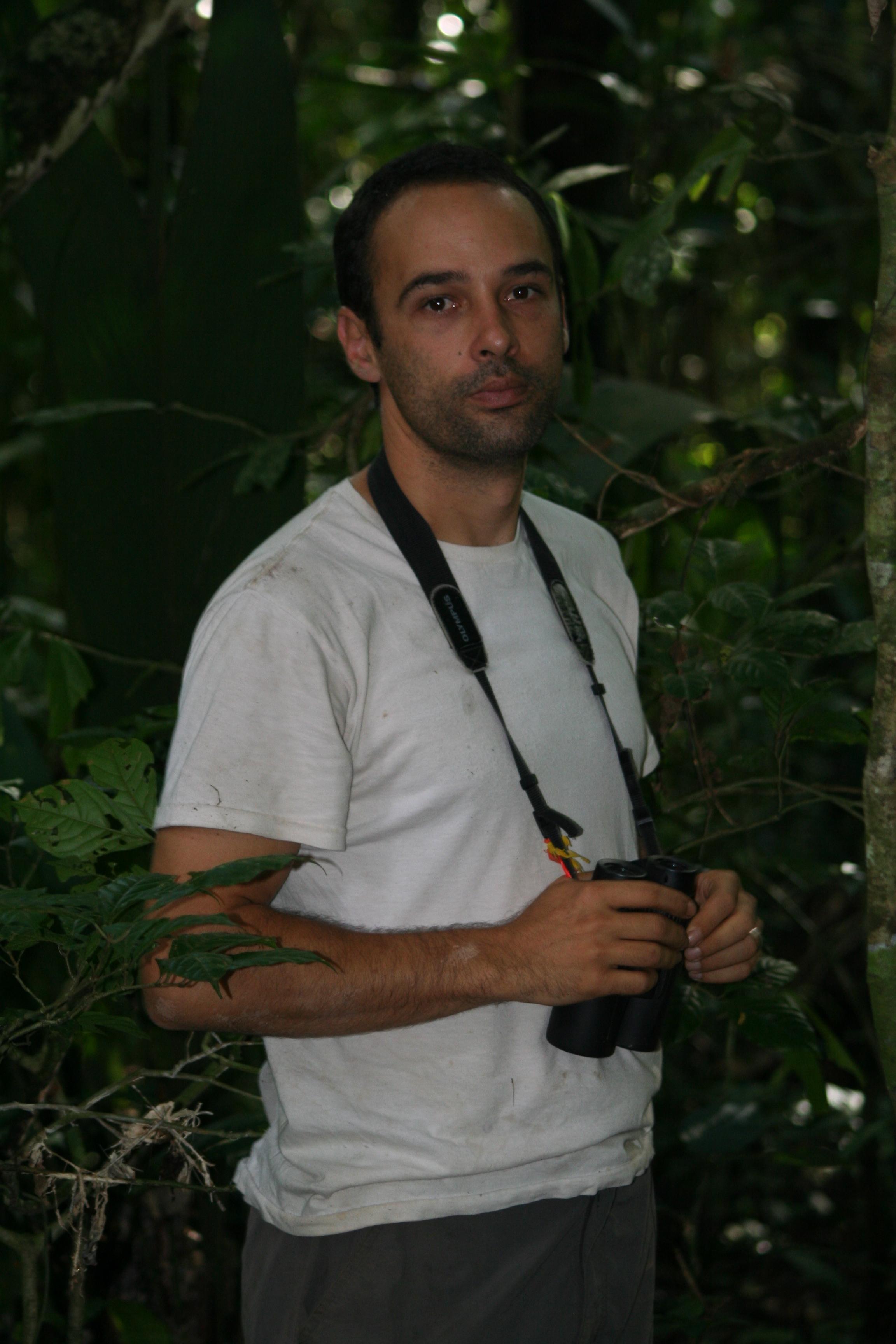 Monos en peligro en Colombia. Andrés Link, biólogo experto en primates. Foto: Federico Pardo.