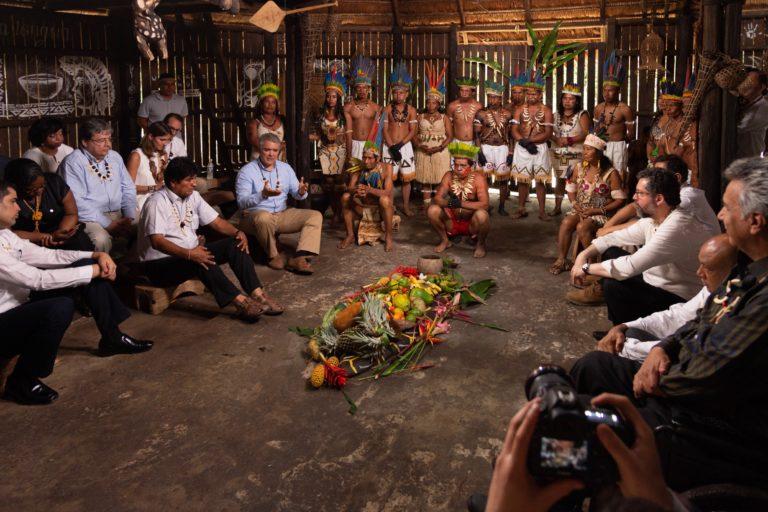 Mandatarios y jefes de las delegaciones de los países amazónicos en presencia de representantes de las comunidades ancestrales colombianas. Foto: Nicolás Galeano - Presidencia de Colombia.
