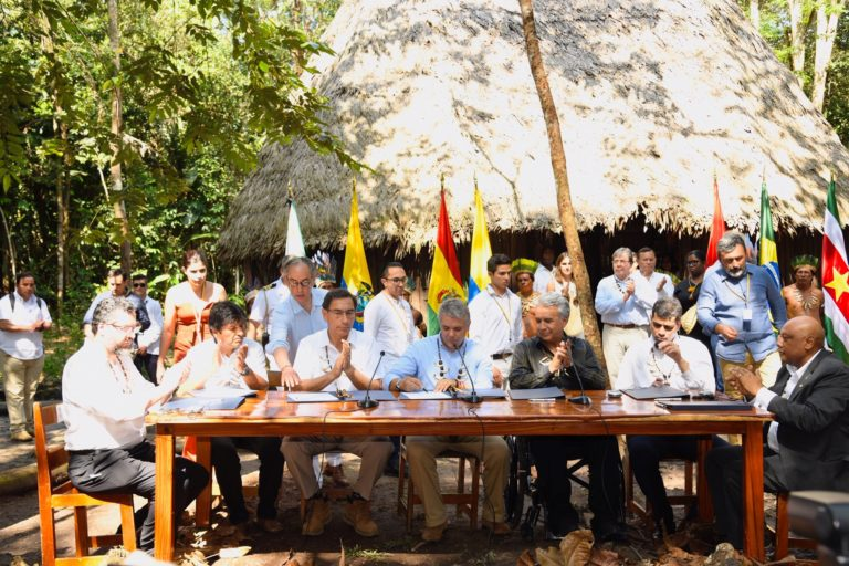 En la mesa, de izquierda a derecha: Ernesto Fraga Araújo, ministro de Relaciones Exteriores de Brasil; Evo Morales, presidente de Bolivia; Martín Vizcarra, presidente de Perú, Iván Duque, presidente de Colombia; Lenin Moreno, presidente de Ecuador; Michael A. Adhin, vicepresidente de Surinam y, Raphael Trotman, ministro de Recursos Naturales de Guyana. Foto: Nicolás Galeano - Presidencia de Colombia.