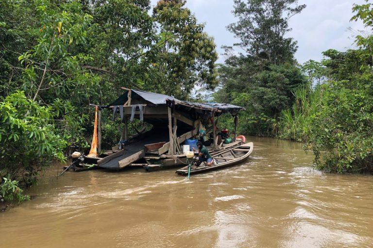 Pequedragas La fiscalía ambiental encontró dragas en el sector de Huamán Urco, en el río Napo. Foto: FEMA Ucayali.